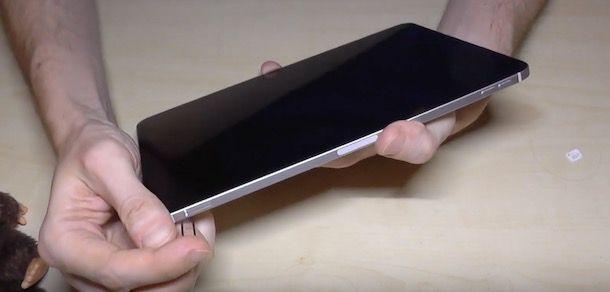 Inserire SIM iPad