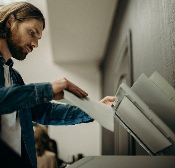 Come ingrandire un'immagine con la fotocopiatrice