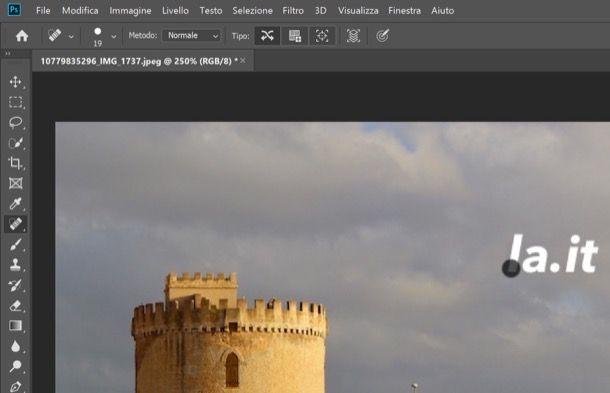 Rimuovere una scritta su Photoshop