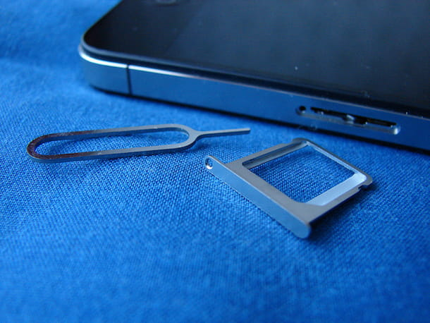 Come adattare una SIM per iPhone