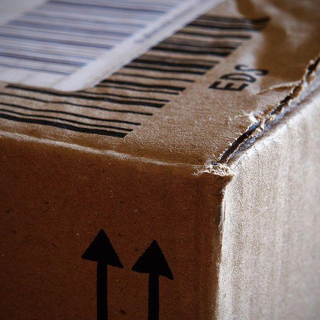 Foto che mostra un pacco postale