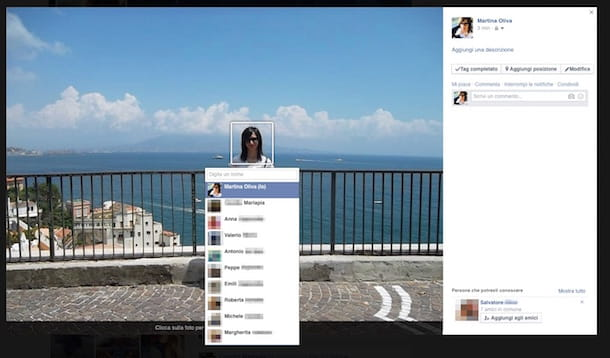 Screenshot che mostra come taggare una foto su Facebook