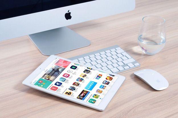 Foto che mostra un iPad e un iMac