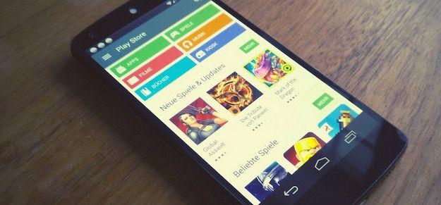 Foto di uno smartphone con Google Play Store