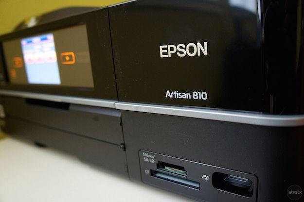 Foto che mostra una stampante Epson in primo piano