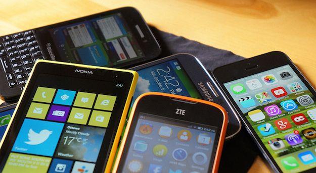 Foto che mostra un insieme di cellulari