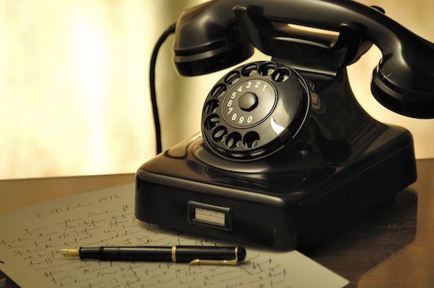 Foto di un vecchio telefono fisso
