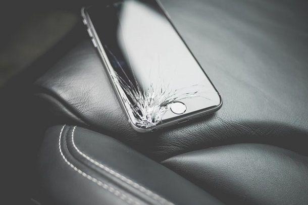 Smartphone schermo rotto