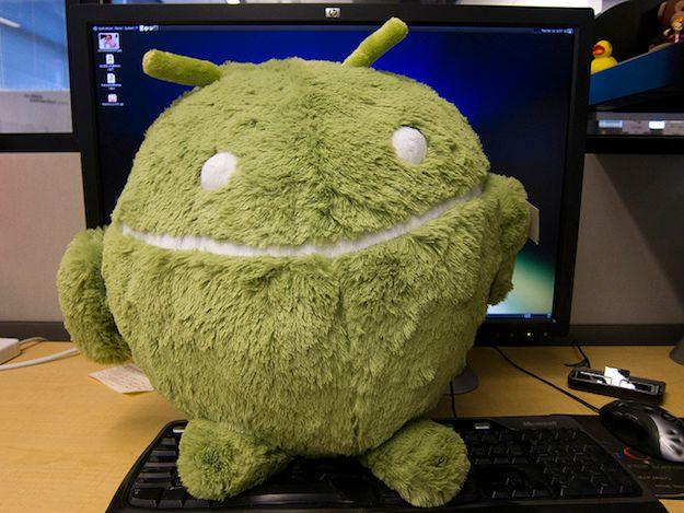 Foto della mascotte Android su PC
