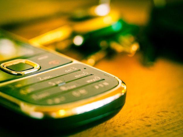 Foto di un vecchio cellulare