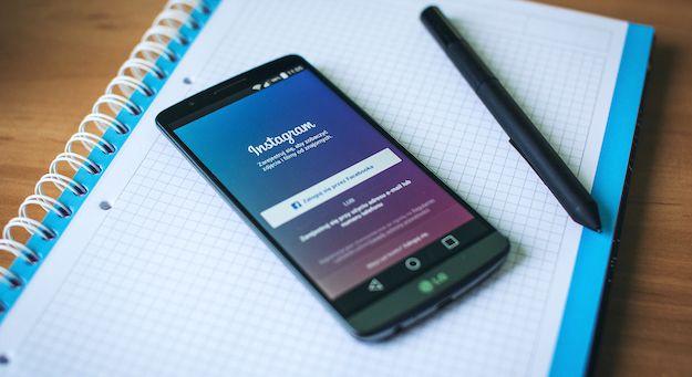 Foto dell'app Instagram in uso su uno smartphone