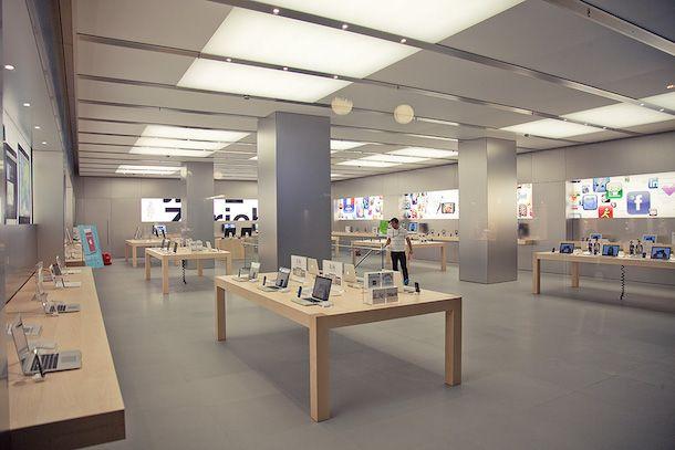 Foto della parte interna di un Apple Store