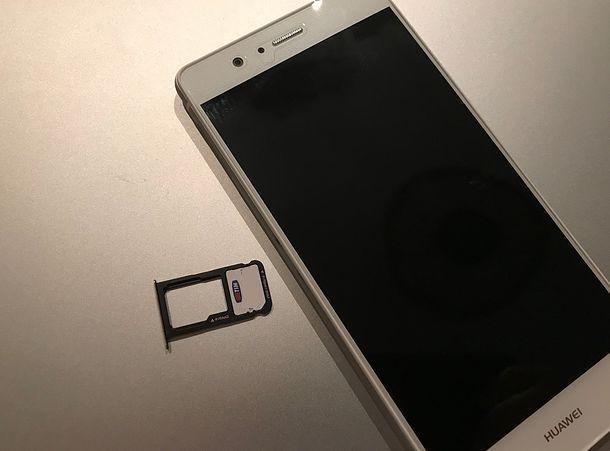 Come inserire SIM Huawei