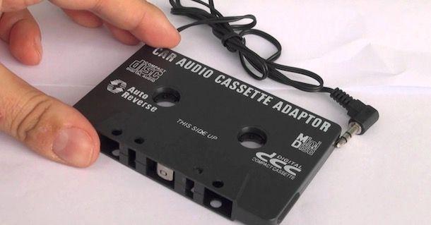 Come collegare il telefono alla macchina con adattatore cassetta
