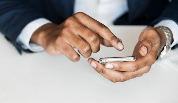 Non prestare smartphone e PC a sconosciuti
