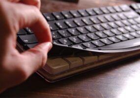 Come cambiare tastiera QWERTY