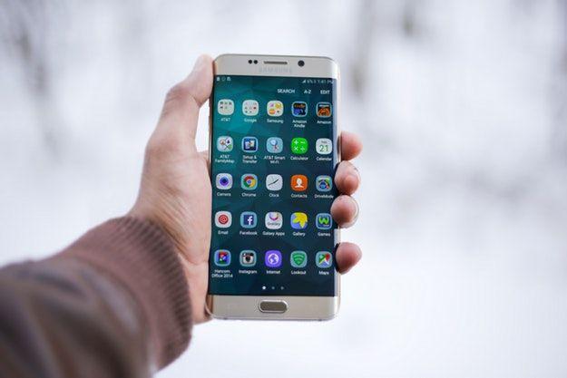 Foto che mostra uno smartphone Samsung