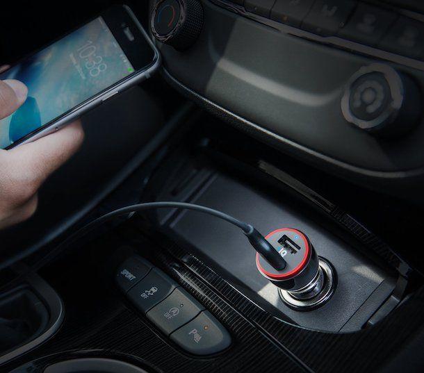 Caricare l'iPhone con l'accendisigari dell'auto