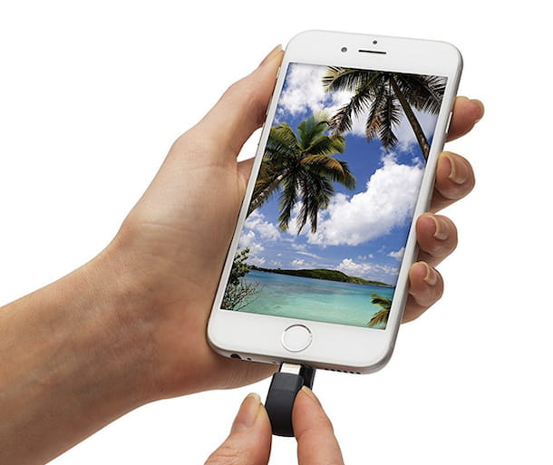iPhone e chiavetta USB