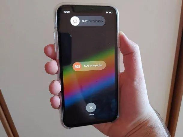 Riavvia iPhone XR Combinazione tasti