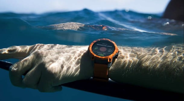 Un orologio fitness in acqua