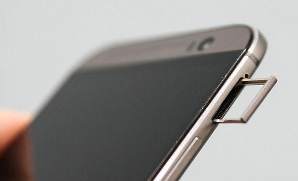 Foto di uno smartphone con memoria espandibile