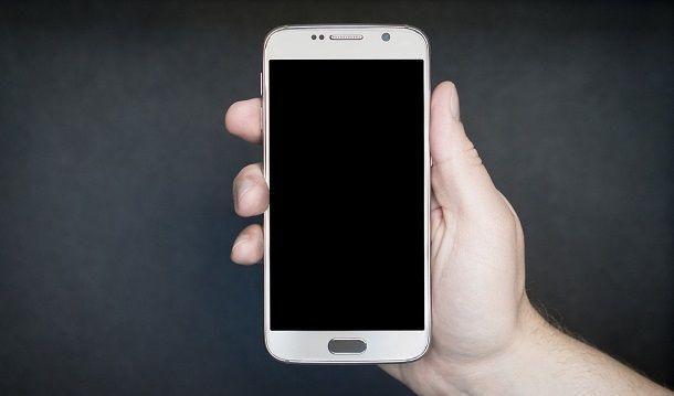 Come non farsi spiare il cellulare