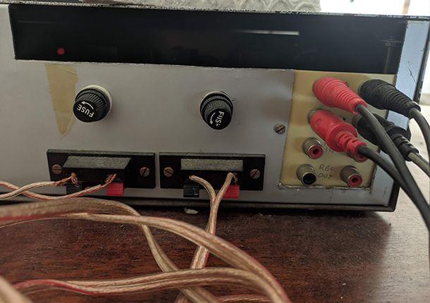Collegare il cavo RCA all'amplificatore