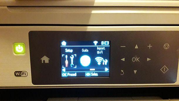 Il display e i tasti sul pannello della stampante Epson