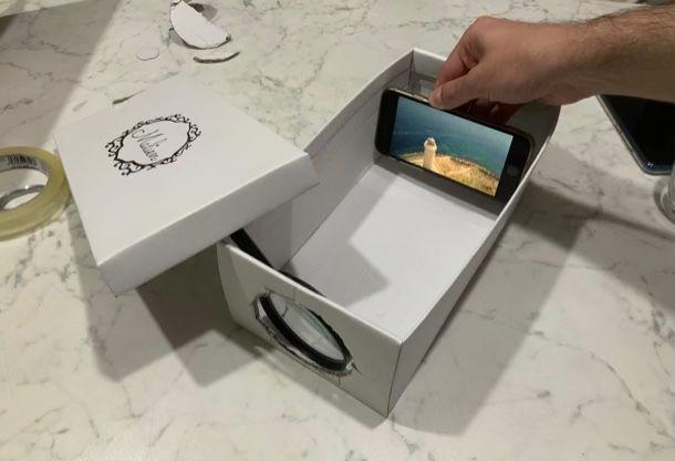 Posizionare smartphone nel proiettore