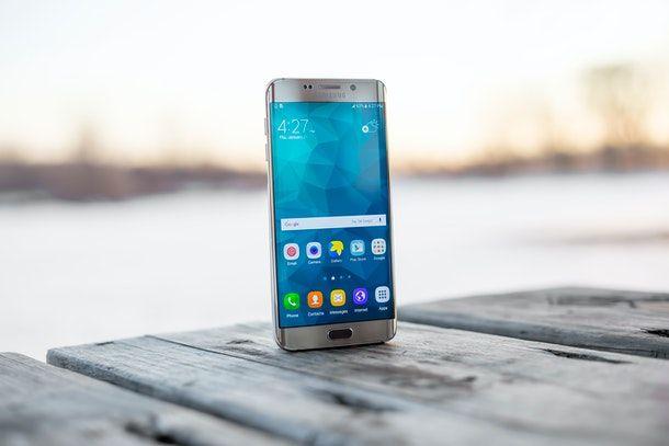 Altri metodi per svuotare la memoria del telefono Android