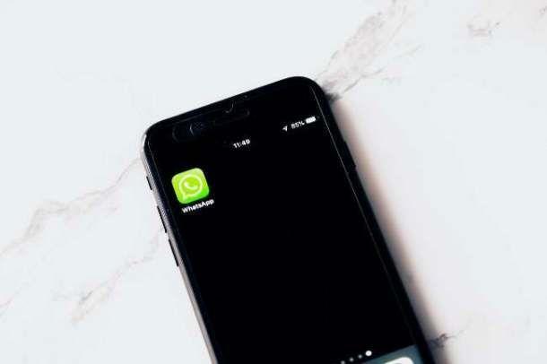Usare WhatsApp con smartphone