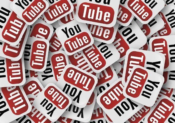Tanti loghi YouTube colorati
