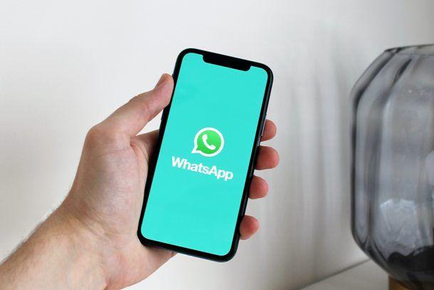Usare WhatsApp al telefono