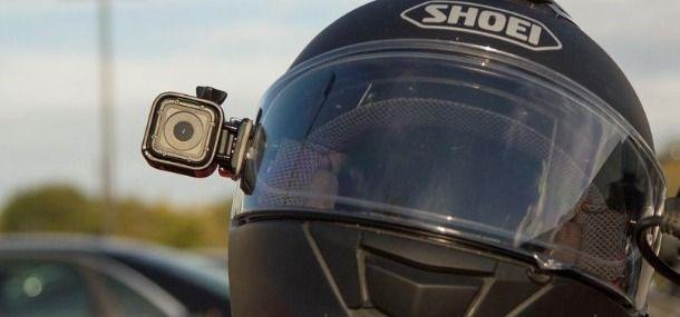 casco moto con montata la gopro