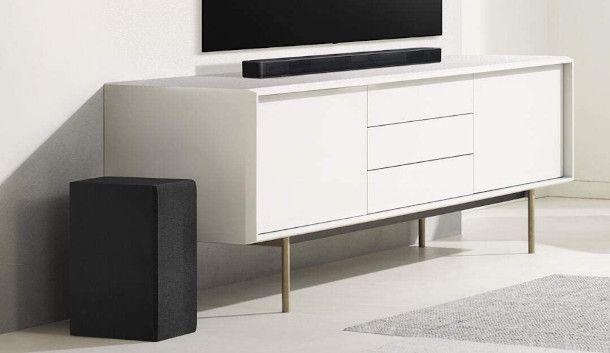 soundbar LG in soggiorno