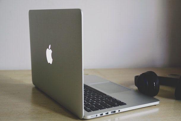 MacBook e cuffie