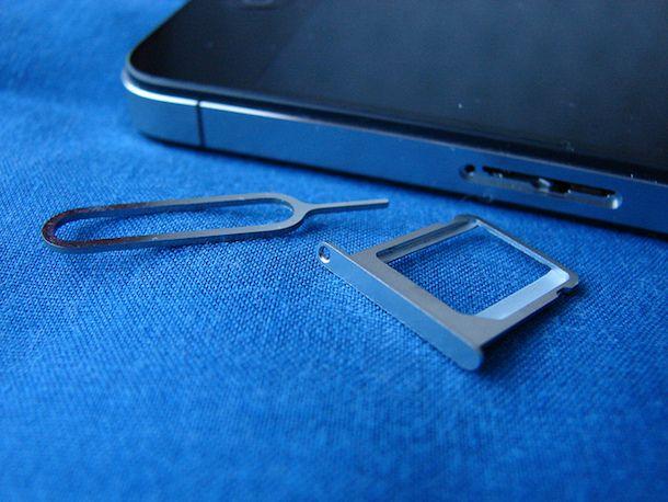 Rimuovere SIM iPhone