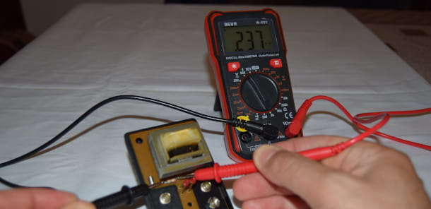 misurazione resistenza tester digitale