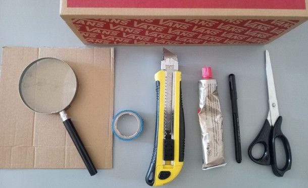 occorrente per la costruzione di un proiettore artigianale per smartphone