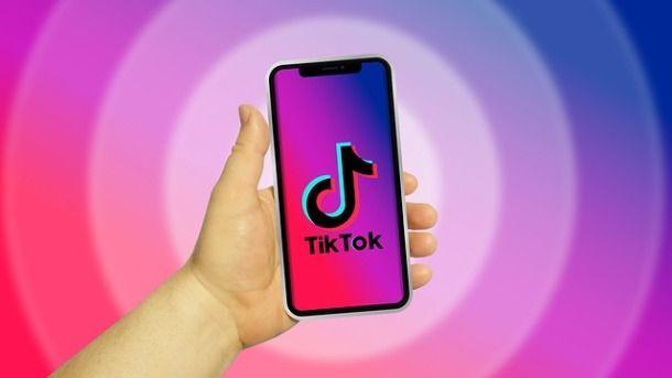 Usare TikTok con telefono
