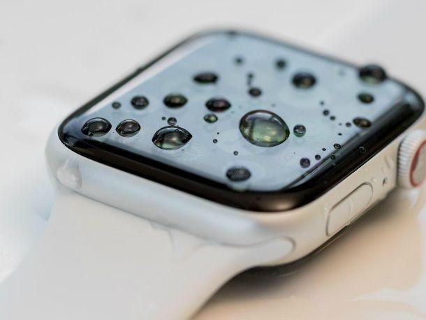 Come pulire Apple Watch da acqua